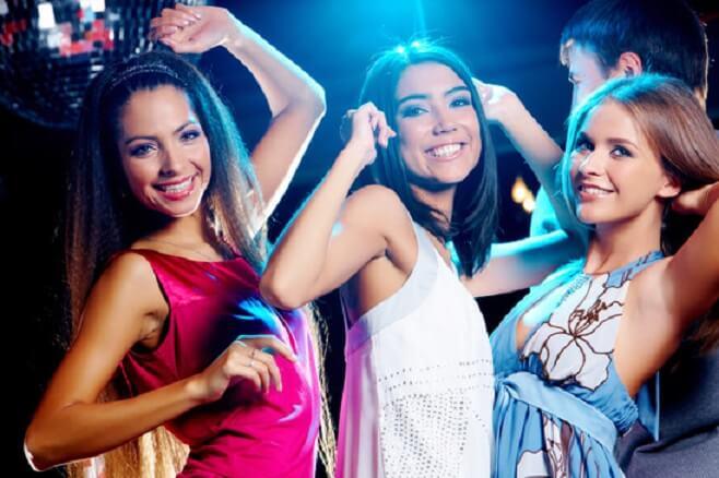 Sexhungrige Frauen auf der Party
